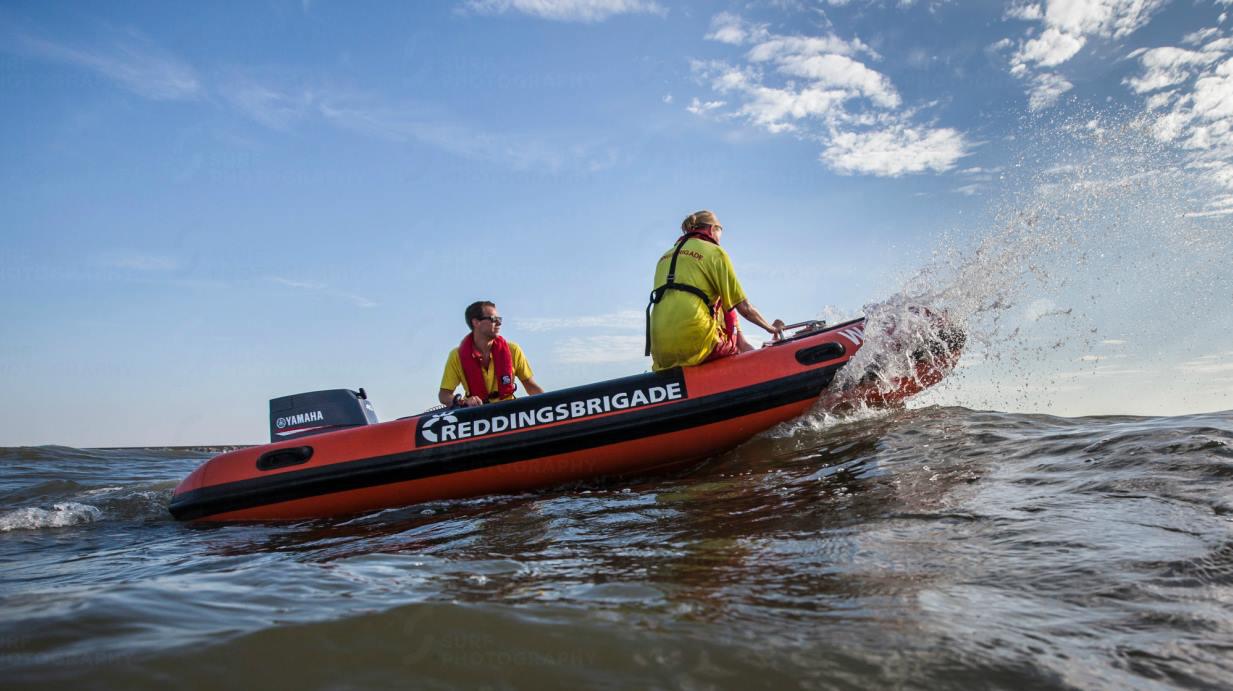 paddle-out-reddingsbrigade-wijk-aan-zee-peter-volwater-rik-marielle-boot